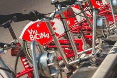 De fietsen Vodafone die Bicing, een fiets van de dienstvoertuigen sys delen Royalty-vrije Stock Fotografie
