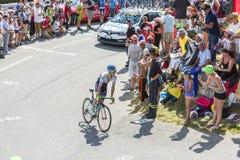 De Fietser Simon Yates op Col. du Glandon - Ronde van Frankrijk 2015 stock foto's