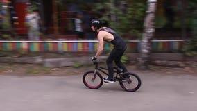 De fietser van Bmx stock footage