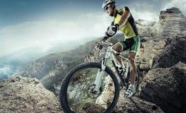 De fietser van de bergfiets Royalty-vrije Stock Foto's