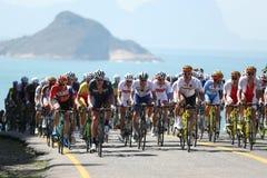 De fietsers berijden tijdens het Cirkelen van Rio 2016 de Olympische Wegconcurrentie van Rio 2016 Olympische Spelen in Rio de Jan Royalty-vrije Stock Foto