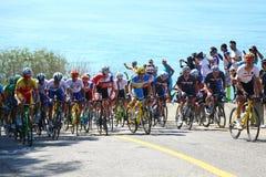 De fietsers berijden tijdens het Cirkelen van Rio 2016 de Olympische Wegconcurrentie van Rio 2016 Olympische Spelen in Rio de Jan Stock Foto's