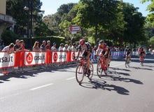 De fietsers nemen aan het 15de stadium van Giro D ` Italië deel dichtbij aankomst aan het stadium van Bergamo aan de 100ste uitga Stock Foto