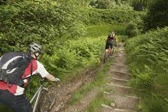 De fietsers op Land volgen Royalty-vrije Stock Fotografie