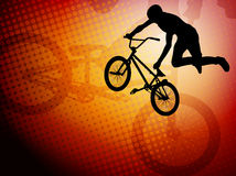 De fietsersilhouet van de Bmxstunt op abstract backg Stock Foto