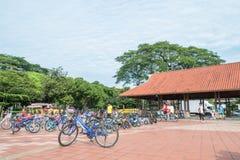 De fietshuur voor publiek in Titiwangsa-Meertuinen, het is een recreatief park met een groot meer als zijn hoofdaantrekkelijkheid royalty-vrije stock afbeeldingen