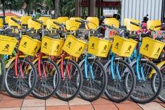 De fietshuur voor publiek in Titiwangsa-Meertuinen, het is een recreatief park met een groot meer als zijn hoofdaantrekkelijkheid stock afbeeldingen