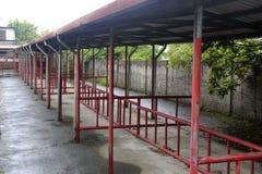De fietsloods van hualien parkview middelbare school in regen Royalty-vrije Stock Fotografie