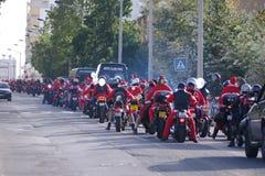 De fietsparade 2011 van de Kerstman Stock Afbeelding