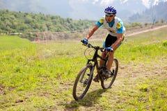 De fietsras in het hele land van de berg royalty-vrije stock foto