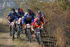 De fietswedstrijd van de herfst montain Stock Foto's