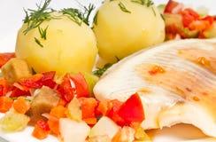De filet van vissen met groenten en aardappels Royalty-vrije Stock Afbeelding