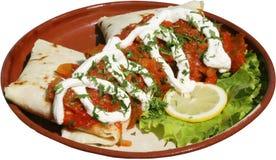 De filets van het kippenvlees met tortilla's en groene salade Stock Foto's