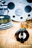 De filmstrip van de bioskoopfilm met het kader van het beeldbegin en andere film Stock Foto