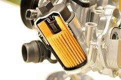De filter van de autoolie met huisvesting stock foto