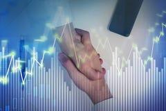 De financiële grafiek van de zakenliedenhanddruk Royalty-vrije Stock Foto