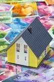 De financiering van een huis in Zwitserse franken Stock Fotografie