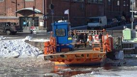 ` De Fiori de ` de ferry au pilier Passagers d'embarquement Turku, Finlande clips vidéos