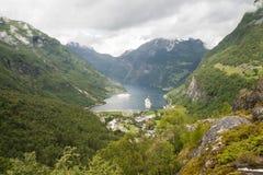 De fjord Noorwegen van Geiranger Stock Afbeeldingen