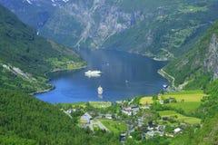 De fjord van Geiranger, de stad van Noorwegen Stock Fotografie