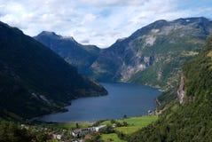 De fjord van Geiranger in Noorwegen royalty-vrije stock afbeeldingen