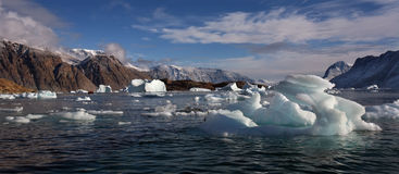 De Fjord van het noordwesten - Scoresbysund - Groenland stock afbeeldingen