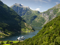 De fjordlandschap van Geiranger Stock Afbeeldingen
