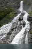 De fjordwaterval van Geiranger stock foto