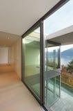 De flat van Nice, ruimte met venster Stock Afbeelding