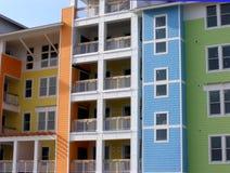 De Flatgebouwen met koopflats van de kleur Stock Foto's