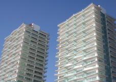 De Flatgebouwen met koopflats van de vakantie stock afbeelding