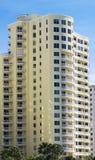 De flatgebouwen met koopflats van de waterkant Royalty-vrije Stock Afbeelding