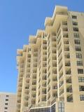 De Flatgebouwen met koopflats van het strand Stock Foto's
