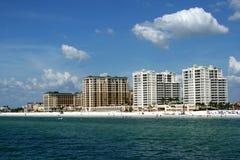 De flatgebouwen met koopflats van het strand Royalty-vrije Stock Afbeelding