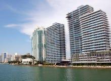 De Flatgebouwen met koopflats van SoBe op de Kust van Baai Biscayne Stock Fotografie