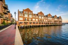 De flatgebouwen van de waterkant in Kanton, Baltimore, Maryland Royalty-vrije Stock Fotografie