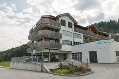 De flats van het Sissipark in Haus, Stiermarken, Oostenrijk stock foto's