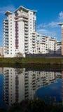 De Flats van de luxerivieroever in Cardiff, Wales, het UK stock foto