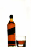 De fles & het glas van de Schotse whisky Stock Foto's