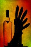 De fles en de keukenmessen van de wodka Stock Afbeeldingen