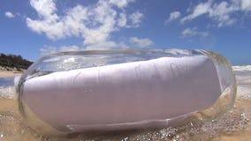 De fles raakt Lens stock footage