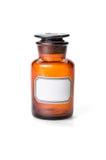 De fles van de apotheker van bruin glas met etiket wordt gemaakt dat Stock Foto