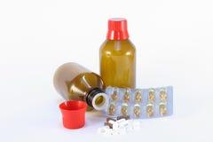 De fles van de geneeskunde met pillen Stock Afbeelding