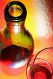 De Fles van de wijn en de Samenvatting van het Glas Stock Foto