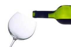 De fles van de wijn en een leeg glas Stock Foto