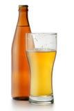 De fles van het bier en glas royalty-vrije stock afbeeldingen