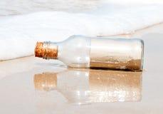 De Fles van het glas op het Strand Royalty-vrije Stock Foto's