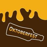 De fles van het Oktoberfestbier en het Stromen onderaan alcohol Vlakke ontwerp Bruine achtergrond Stock Afbeelding
