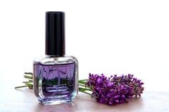 De Fles van het Parfum van Aromatherapy met de Bloemen van de Lavendel stock afbeelding