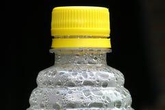 De fles van het water stock afbeeldingen